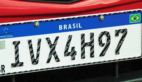 A nova placa do Mercosul já está em vigor. Saiba o que muda.