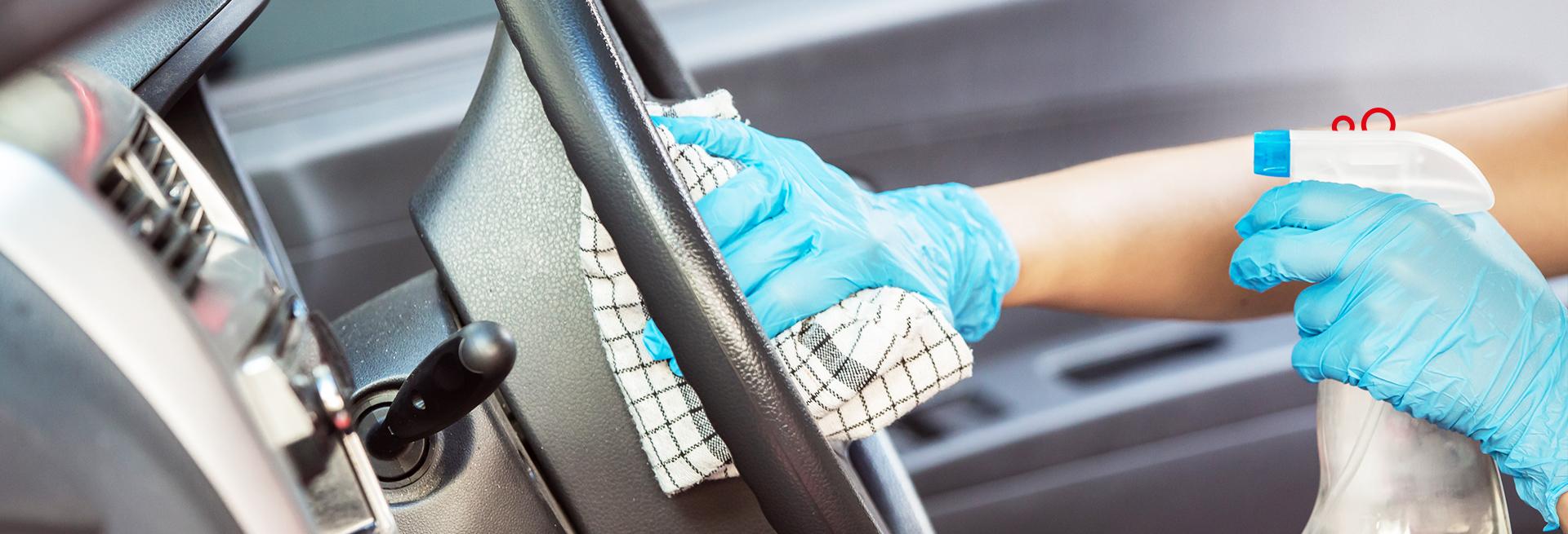 Quando pegar o carro for necessário, uma rotina de higienização automotiva pode ajudar você. Em nosso blog, confira dicas para continuar seguro.